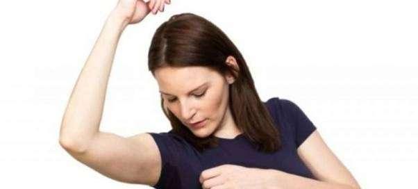 Как избавиться от пота на одежде?